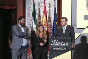 Miembros de Ly Company tras recoger el Premio Alas en 'Iniciación a la Exportación'